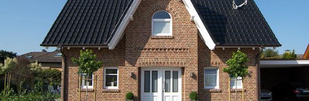 Aktuelles modernes einfamilienhaus mit satteldach 3 for Modernes landhaus bauen