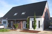 Moderne doppelhäuser satteldach  Doppelhaus bauen, Doppelhäuser bauen, Zweifamilienhäuser in NRW ...
