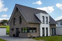 Einfamilienhaus neubau mit erker  Moderne Einfamilienhäuser in NRW und Niedersachsen, moderne ...