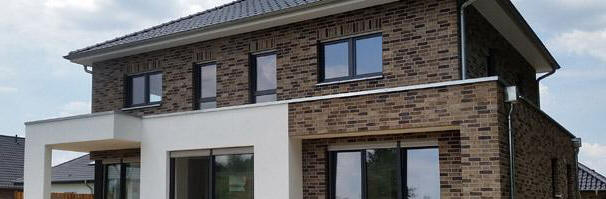 Modernes einfamilienhaus massivhaus satteldach for Modernes haus staffelgeschoss