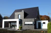 aktuelles modernes einfamilienhaus mit satteldach 3. Black Bedroom Furniture Sets. Home Design Ideas