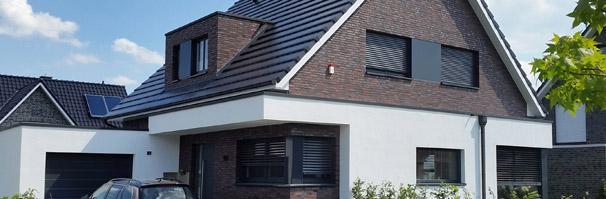 Modernes einfamilienhaus massivhaus satteldach for Modernes haus neubau