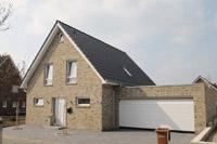 Einfamilienhaus neubau satteldach klinker  Klassische Einfamilienhäuser in NRW und Niedersachsen ...