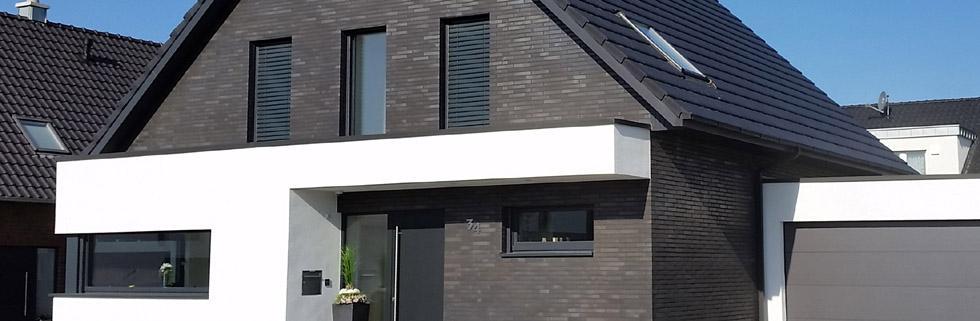 modernes einfamilienhaus massivhaus satteldach. Black Bedroom Furniture Sets. Home Design Ideas